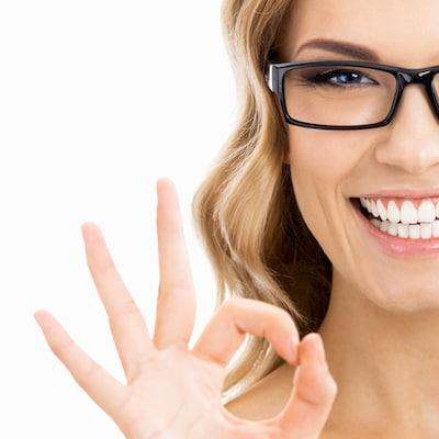 חיוך דרך הלבנת שיניים לפני ואחרי